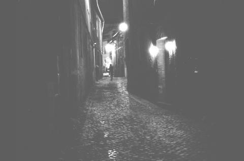 escura bruma que a noite produz